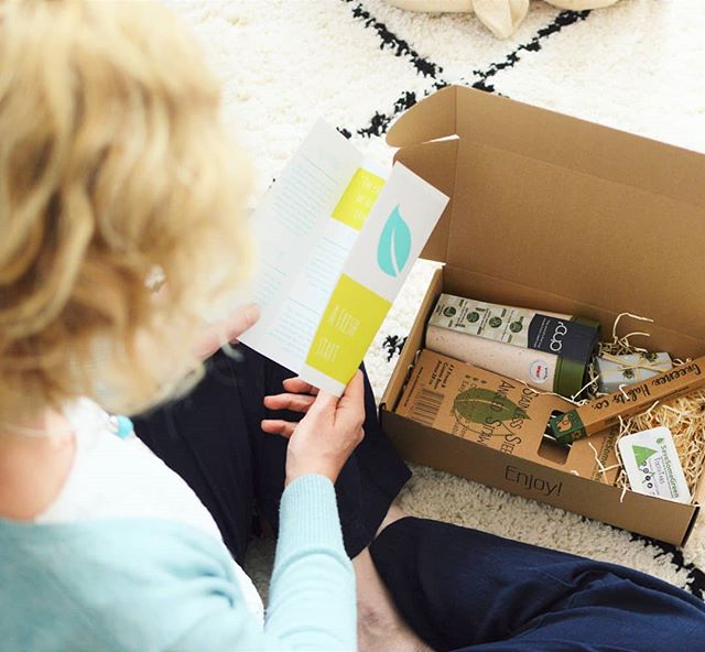 There is still one more day to subscribe if you'd like this month's box! As always it's full of carefully chosen products to help you ditch plastic and reduce your waste ♻️
