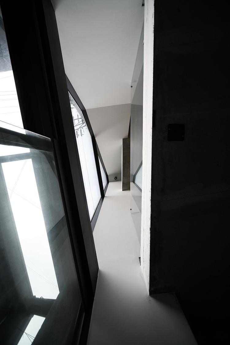 07-inside-entrance01.png