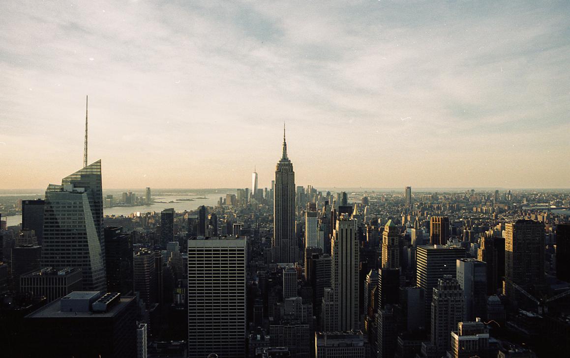 Manhattan - Výhled na Manhattan z Rockefeller Center, jižní strana.Rozměr 60x120cm, Kodak Portra, digitální print. Cena 5000 Kč.