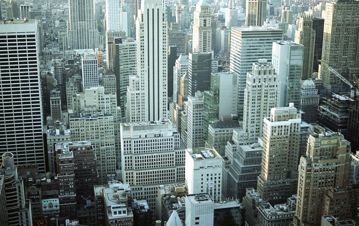 skyscrapers - Výhled na Manhattan z Rockefeller Center, severní strana.Rozměr 60x90cm, Kodak Portra, digitální print. Cena 3500 Kč.