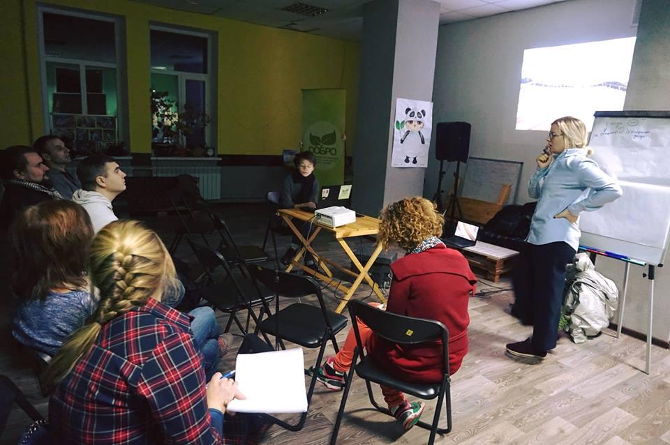 NAT004_Dobropillya_21.11_meeting with activists2.jpg