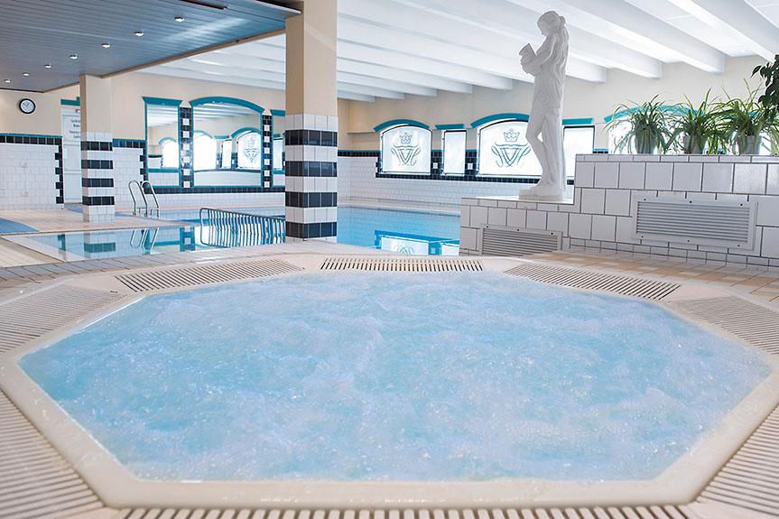 fleischers-hotel-hot-tub-pool1.jpg