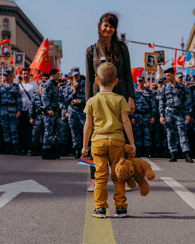 An innocent and joyful Kid,  Protected by his beloved Mother,  Surrounded by the Nation,  Walk for the Memory of the fallen ones,  For a brighter future,  For a peaceful future... . #москва #9мая #победа #россия #деньпобеды #sonyalpha #sonya7iii #streerofmoscow #belgianphotographer #natgeoru #visualcollective #visualambassadors #streetphotographers #streetvision #moscowphotography #lensculture #creativeimagemagazine #fromstreetwithlove #wearethestreet #SPiCollective #ourstreets #@kudago @themoscowtimes @bigtimemoscow @urbanstreetphotogallery