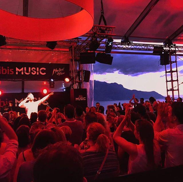 Thanks for having me @montreuxjazzfestival 😍😍 #fanphoto #ibisMUSIC @ibishotels #mjf19 #montreuxjazzfestival 📸 @sdrelsa @valiffornia_dream @dj.fide @jbmakebeauty @fabienmarquez