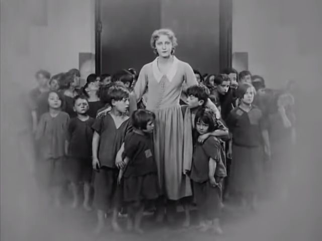The Complete Metropolis, 1927, Silent Movie, German, Public Domain Movie 10-29 screenshot.png