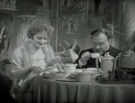 The Blue Angel (1930) 55-40 screenshot.png
