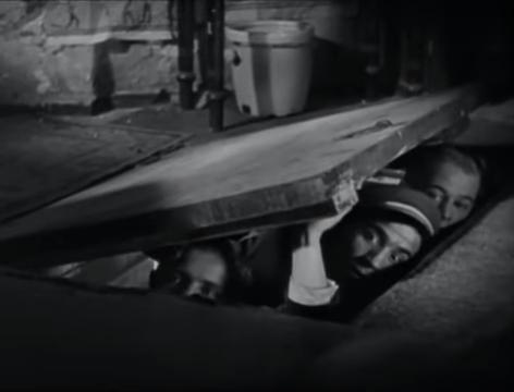 The Blue Angel (1930) 37-35 screenshot.png