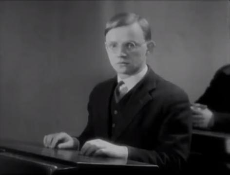 The Blue Angel (1930) 9-6 screenshot.png