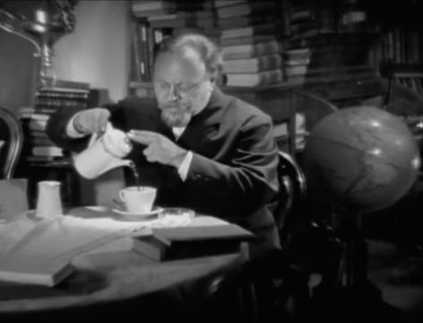 The Blue Angel (1930) 4-12 screenshot.png