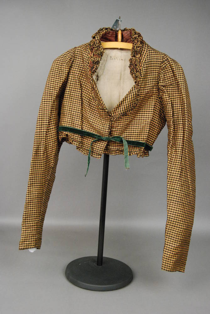 I have a green and off white check fabric that would look nice in this style - from SKD Collection