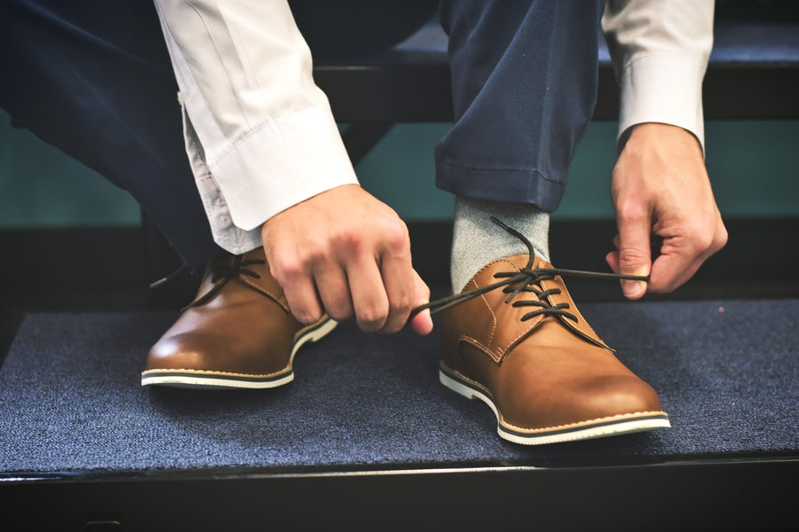 child_tying_shoes.jpeg
