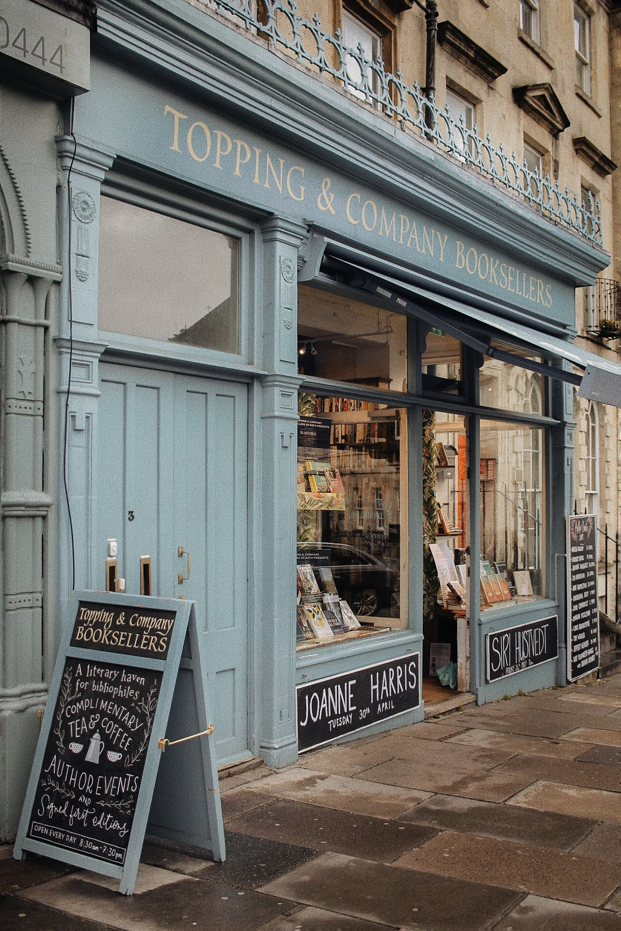TOPPING & COMPANY BOOKSELLERS. - The Paragon, Bath BA1 5LS