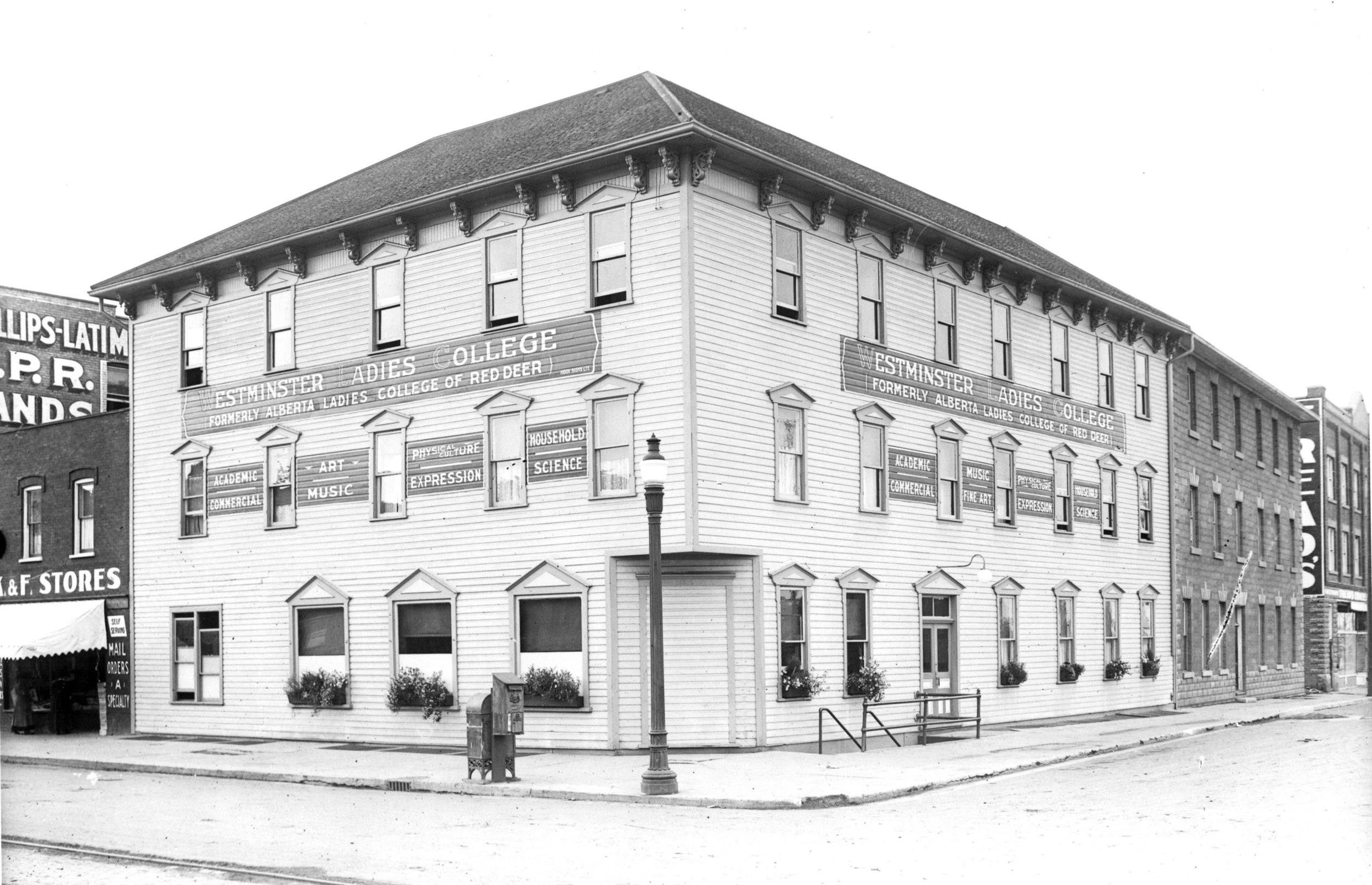 Hist Photo - BW - 1919.jpg