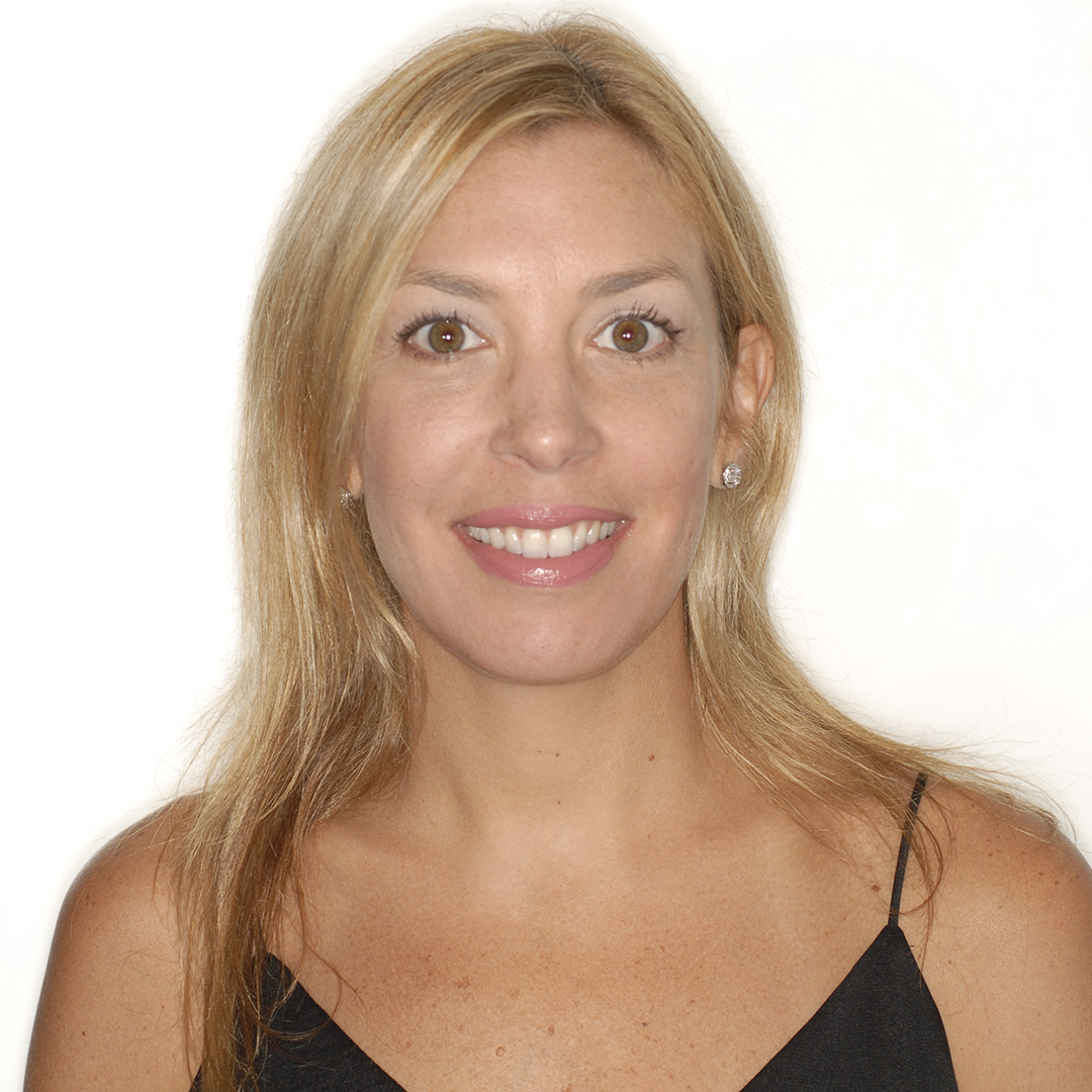 Lisa – Practice Coordinator - Lisa was born and raised in New York. Before joining Dr. Lemchen and Dr. Salzer's practice she was a highschool cheerleading coach and worked as a dental hygienist for 17 years. In her free time, Lisa enjoys running, traveling and spending time with her family.