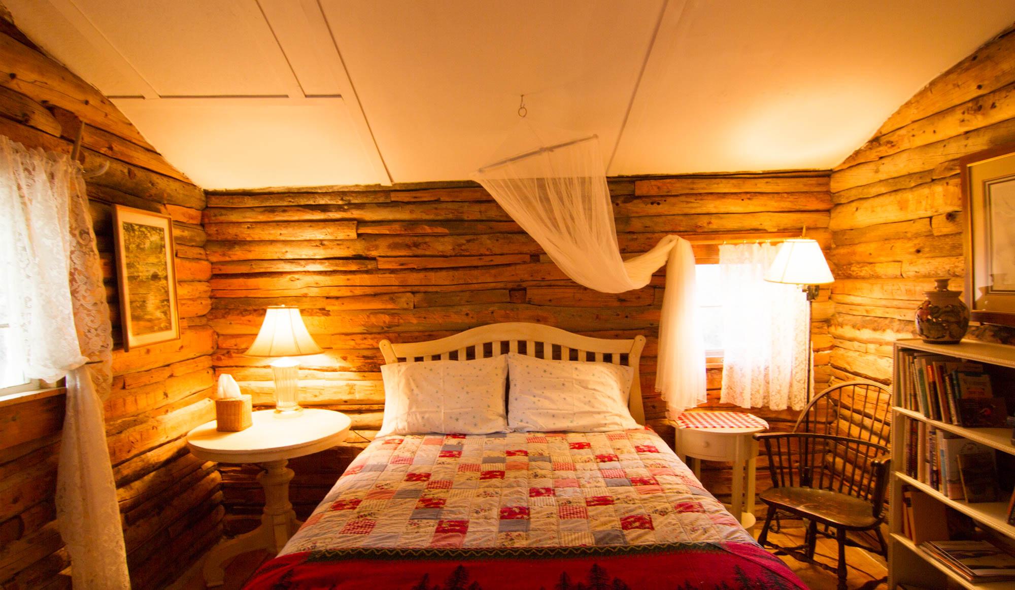 cabin_bedroom