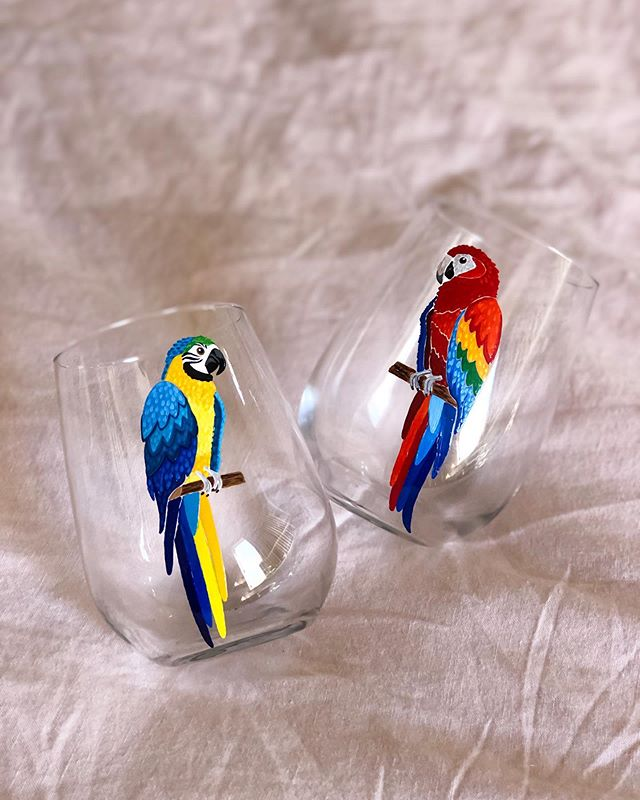 Overjoyed someone requested these on wine glasses because feathered friends are my favorite. Sometimes I wonder what phrases my future parrots will pick up from being around me too much 🤔 ... #MEKUkeepitglassy #handmadeloves #craftsposure #thenativecreative #winelover #elevatetheeveryday #wineaddict #colorsplash #pinkflashesofdelight #dscolor #wineanddesign #womenwholovewine #womenandwine #womenandwhiskies #ggcocktailhour #etsyseller #calledtocreate #happyhours #flashesofdelight