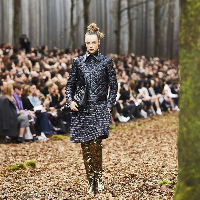 Spent the day exploring the forest and couldn't help but think of the Chanel Fall 2018 show during Paris Fashion Week which took place in the woods! Swipe to check out the show! . . . #thecutfashiondesignacademy #thecutfashionacademy #chanel2018 #parisfashionweek2018 #parisfashionweek #chanel2018 #fashiondesign #chanelrunway