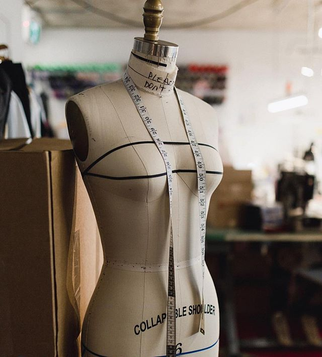 It's Monday! Start of a new week, perfect day to start a new project! What are you working on today? 😃 . . . #thecutfashiondesignacademy #fashionschool #fashiondesignstudent #fashiondesigner #fashiondesignschool #thecutfashionacademy #vancouverfashion #vancouverbc #patternmaking #sewingproject