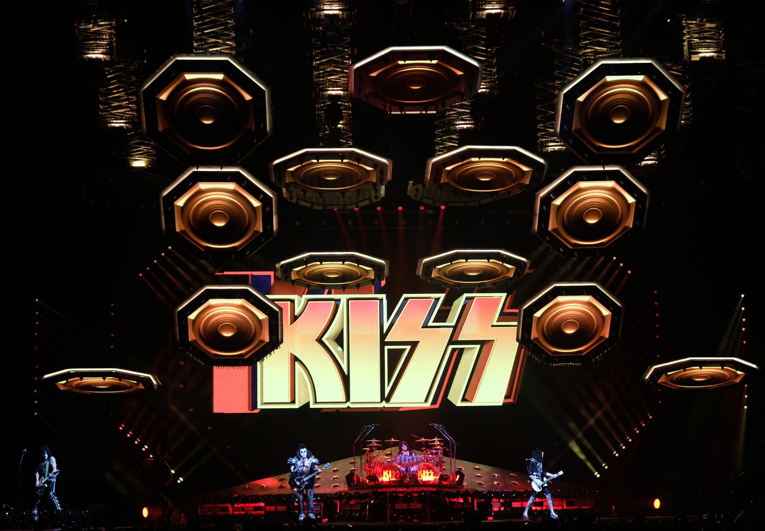 Kiss 01.jpg