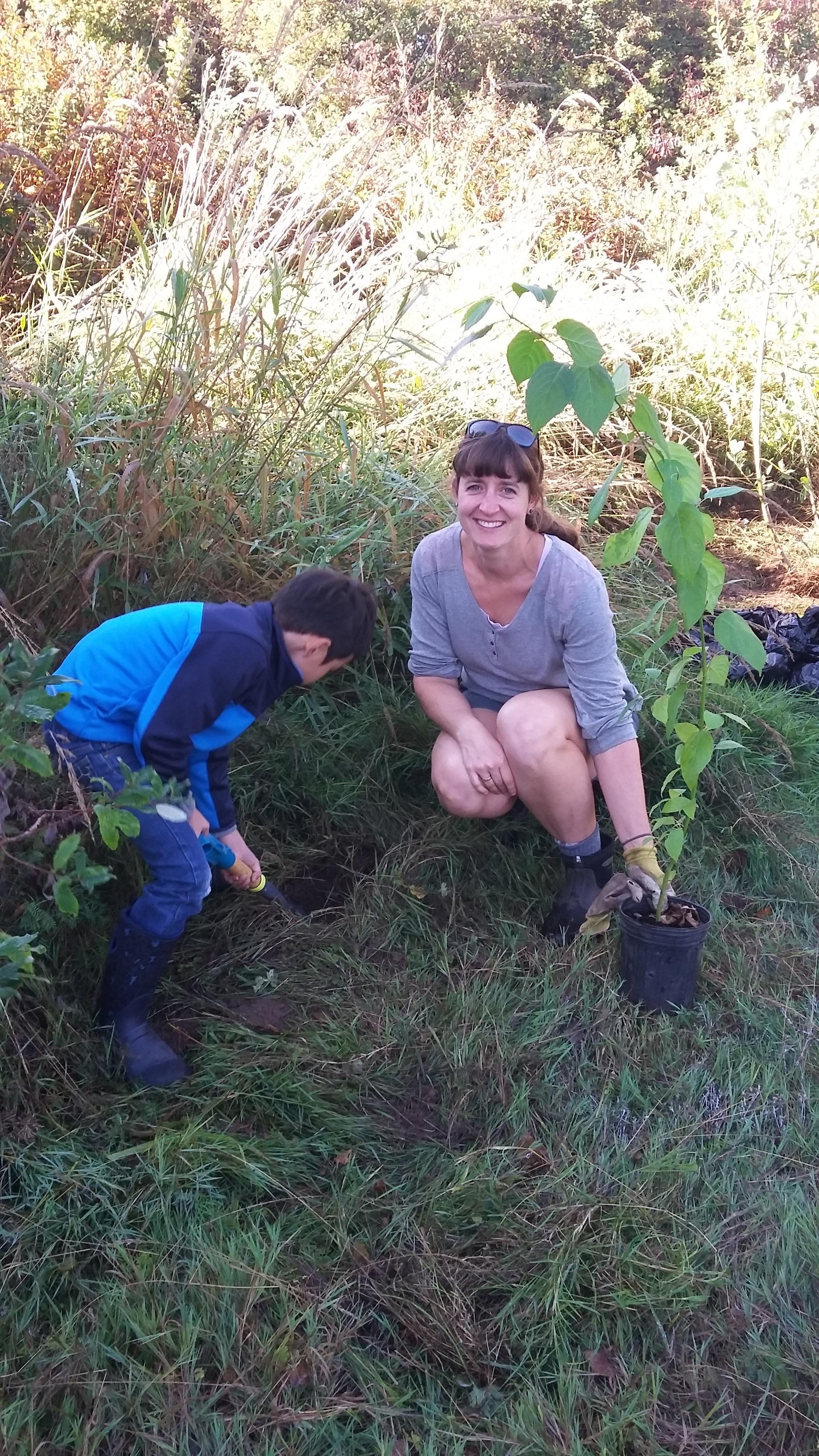 Planting riparian species at Somenos Creek - Photo by Elizabeth Aitken