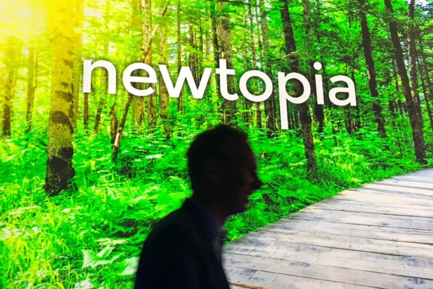 Newtopia+-+CEO+Silhouette+and+Slide_4145.jpg