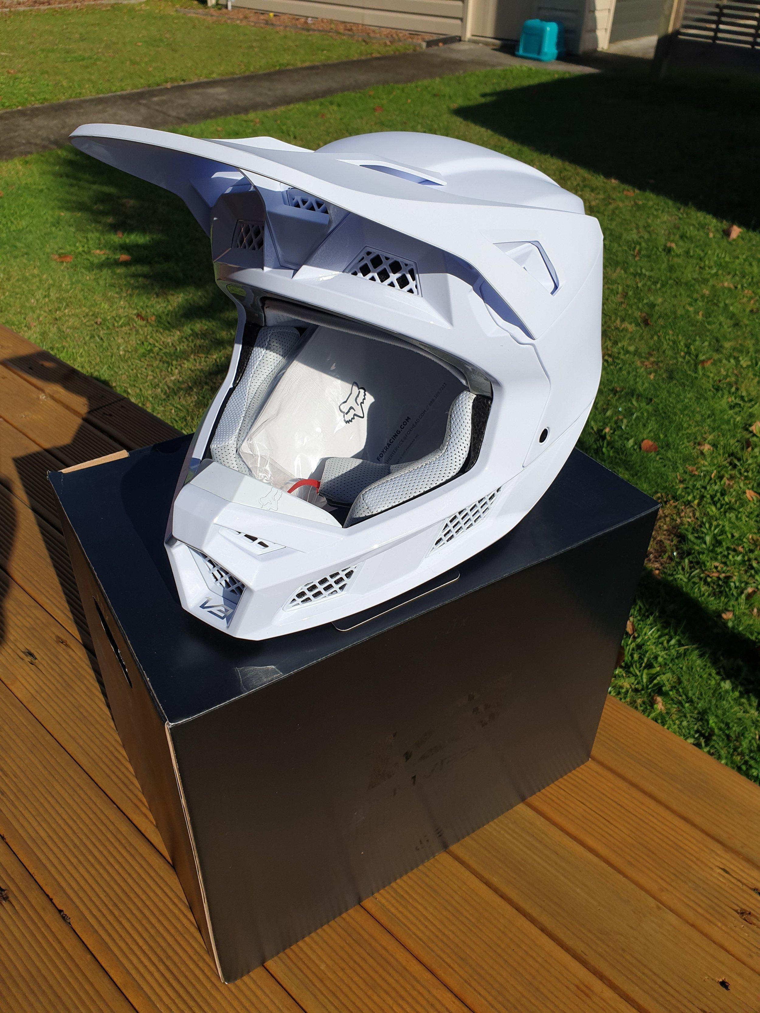 Control Helmet: Fox V3