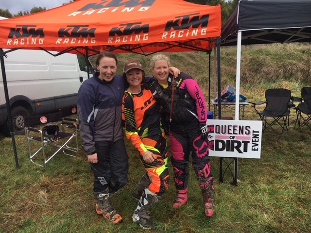 Brenda (middle) with Queens of Dirt Commette members Natasha Cairns (left) and Janelle Walker (right) at a recent Berm Buster Trail RIde!