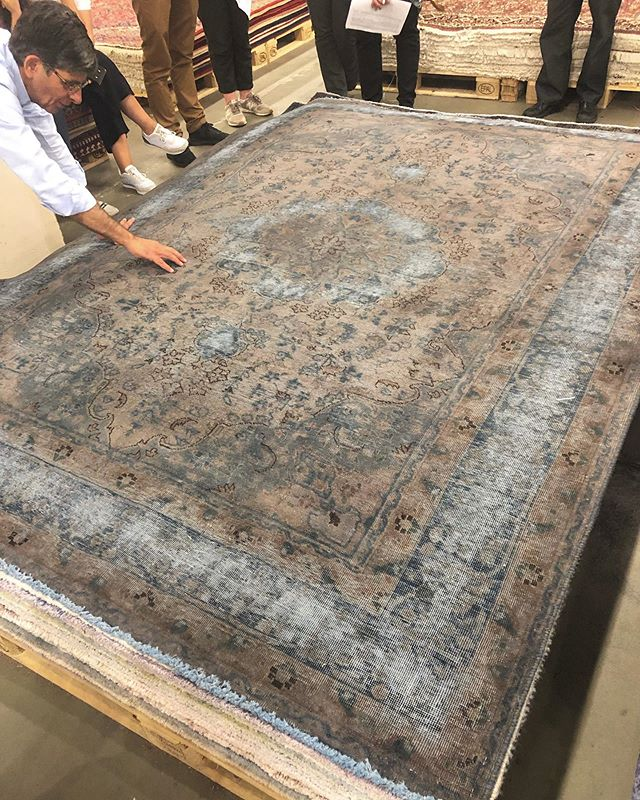 Discovering one of our most beautiful Vintage rugs ✨✨✨ . . .  #ruginspiration #vintagerugs #handmade #orientalrugs #persianrugs #homedecor #interiordesign #interiorinspo #ruginspo #ruglove #interiorlove #ruglovers #handemaderugs#nomadicrugs #bohorugs #nomadic #persian #design #decorative