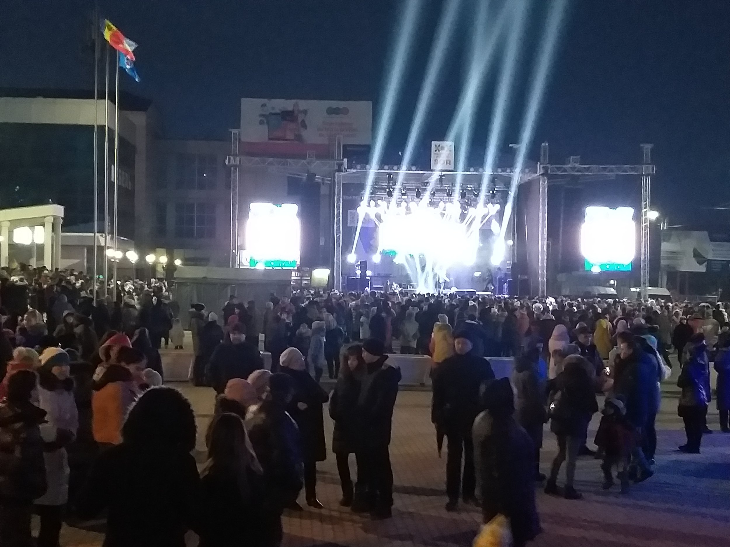 In DEC #45, IRI observers witnessed a public concert with party branding and speeches by party leaders . (January 2, 2019)