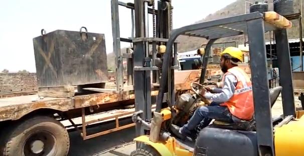 hands-on-forklift-training.png