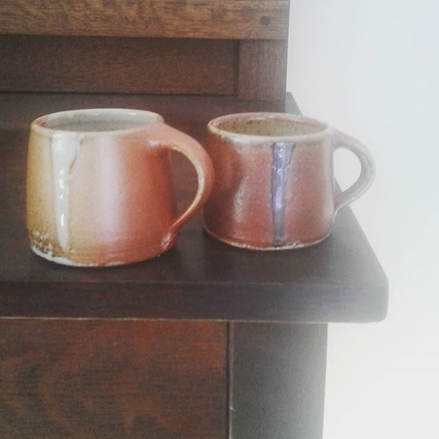 Espresso cups same slip on two slightly different Plainsman clays. Fired for 30 hours in salt and soda. #espresso #coffee #sodaglaze #slip #red