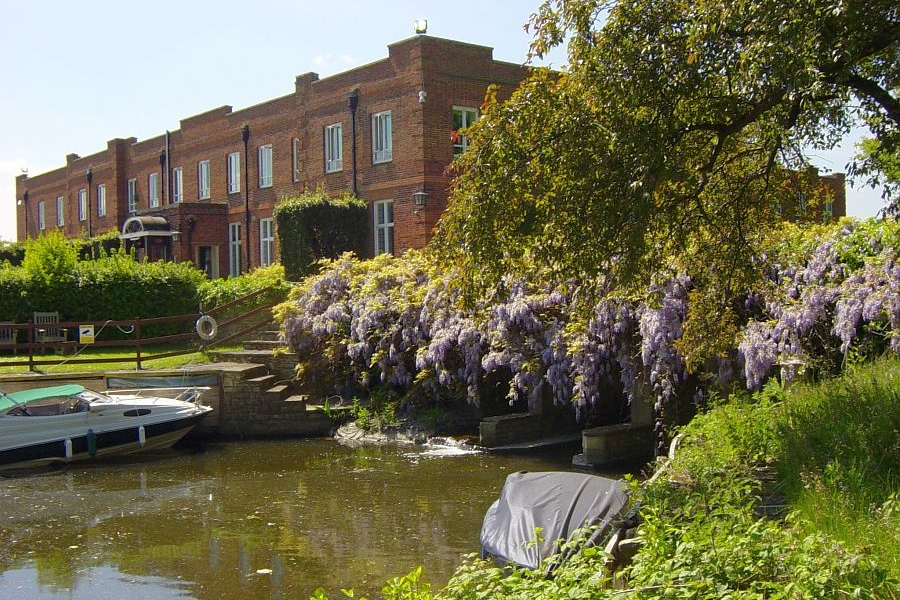 Abbey Chase - 01932 568 090A quiet country retreat. Set in ten acres of tranquil landscaped gardens, an orchard and riverside walks welcoming people requiring nursing care