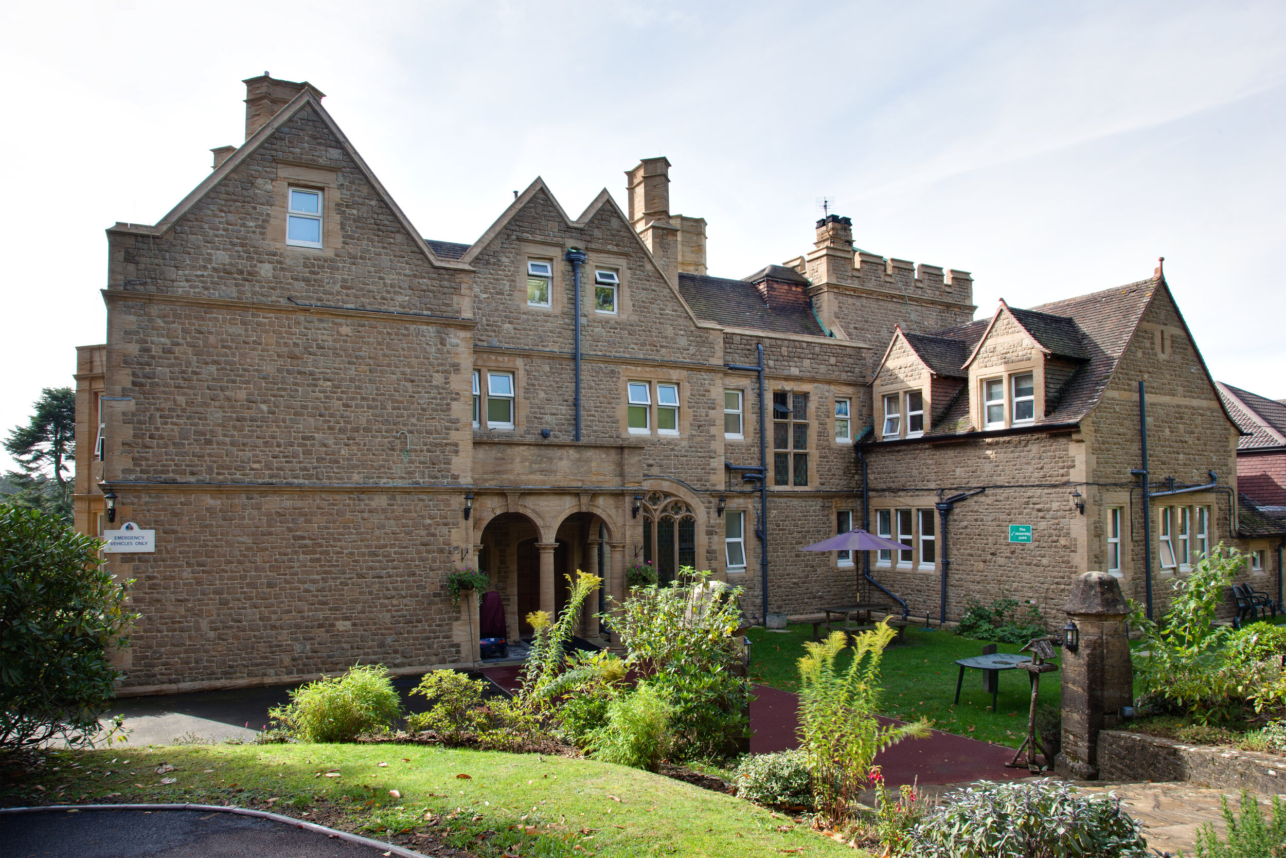 Crest Lodge - CHURT ROAD, HINDHEAD, SURREY, GU26 6PS01428 605 577 | info@crest-lodge.co.uk47 Beds • Enduring Mental Healthcare for young adults