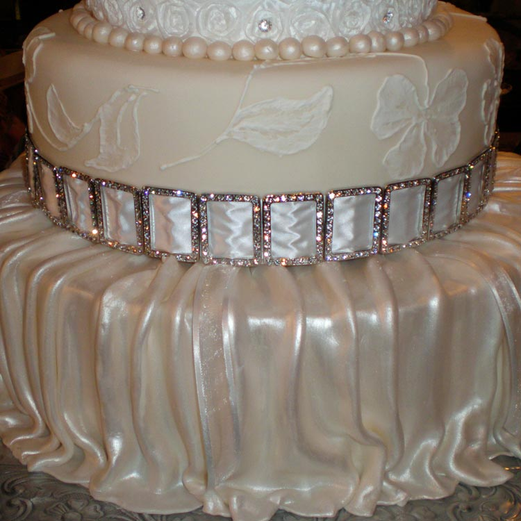 ingrid-fraser-cake-round-diamonds.jpg