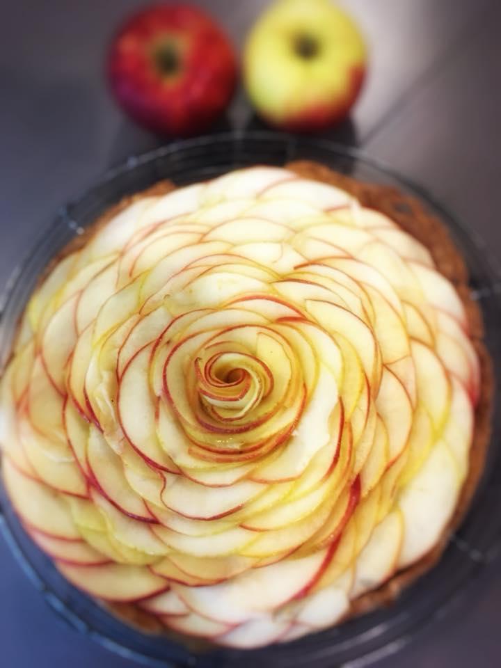 Tarte fleur aux pommes (8 parts) - 32€