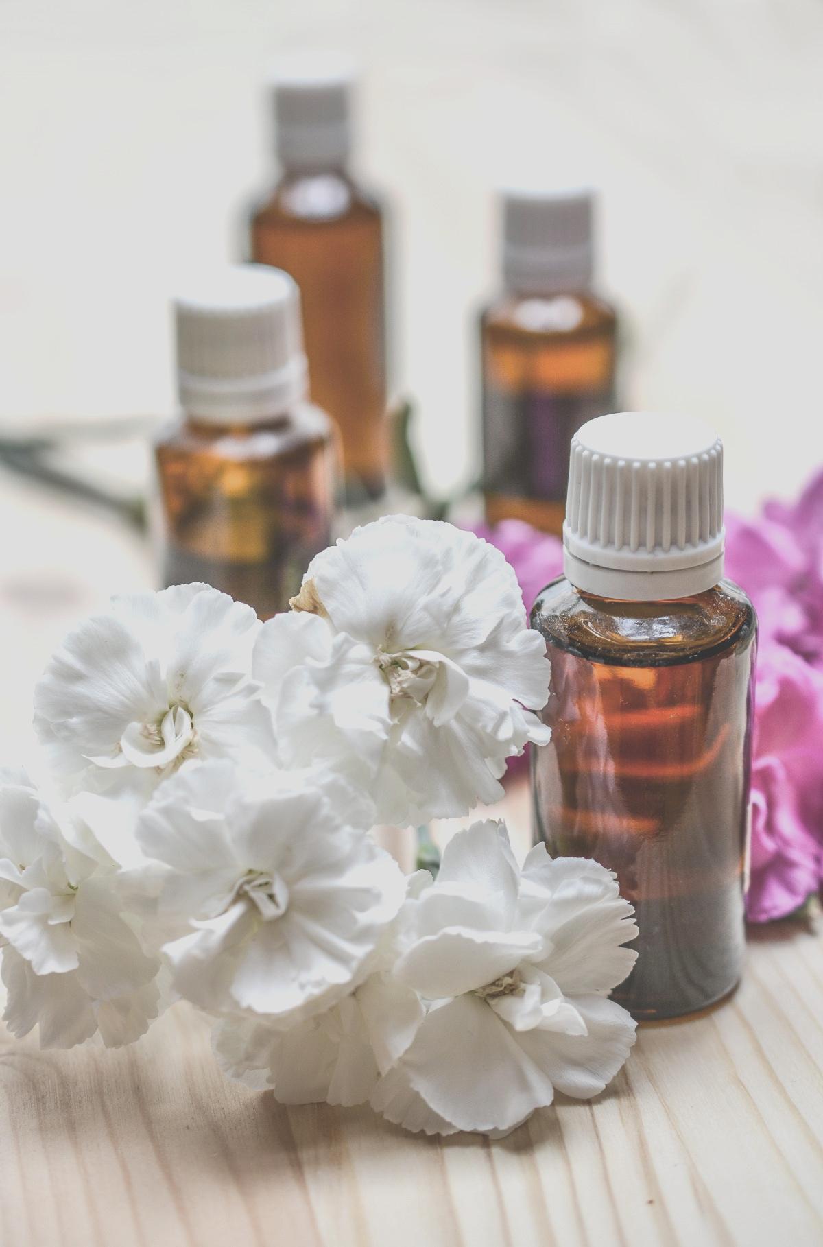 essential_oils_aromatherapy_spa_oil_essential_bottle_care_treatment-611731.jpg%21d.jpg