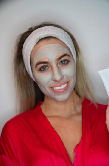Alexandria-GIlleo-makeup-artist-face-mask.png