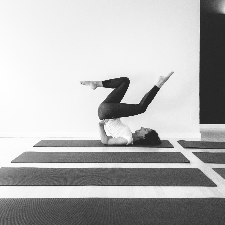 Luna Guaschino insegnante hatha vinyasa yoga english inglese