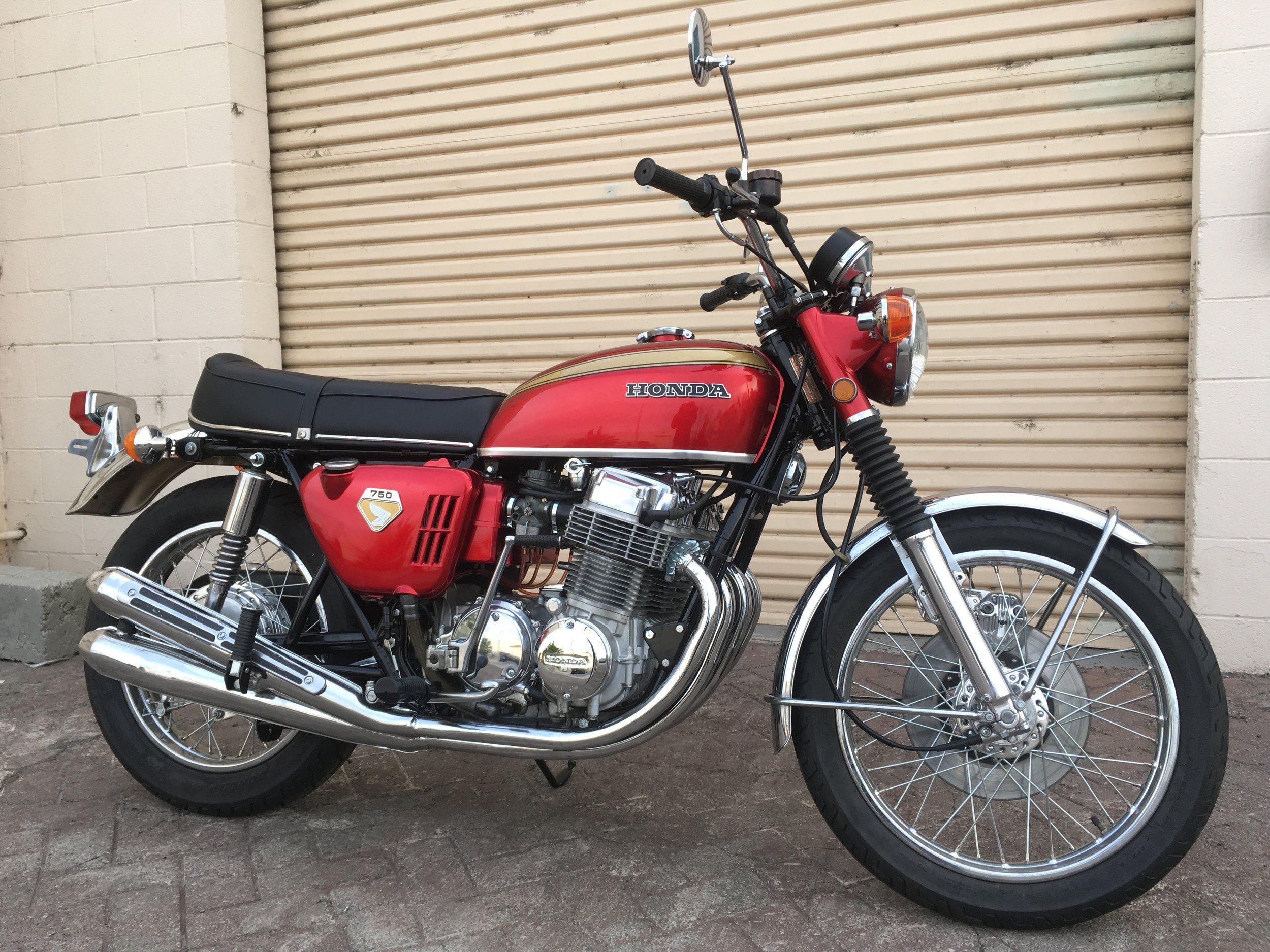 SOLD/cb 750 - 1970 (red)
