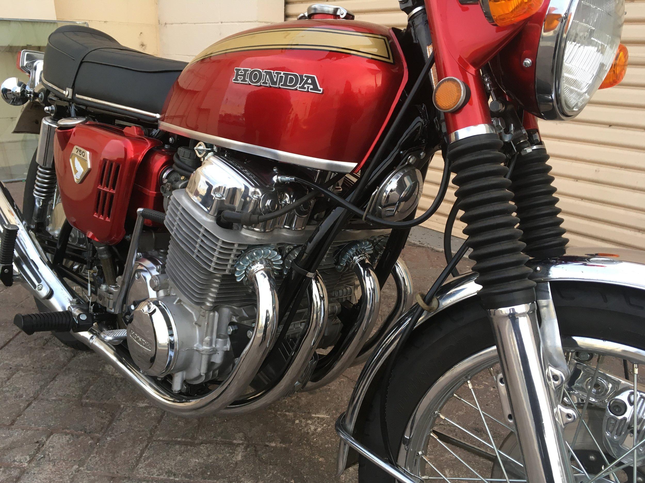 (Close up, Front) 1970 (Red) Honda CB750.jpg