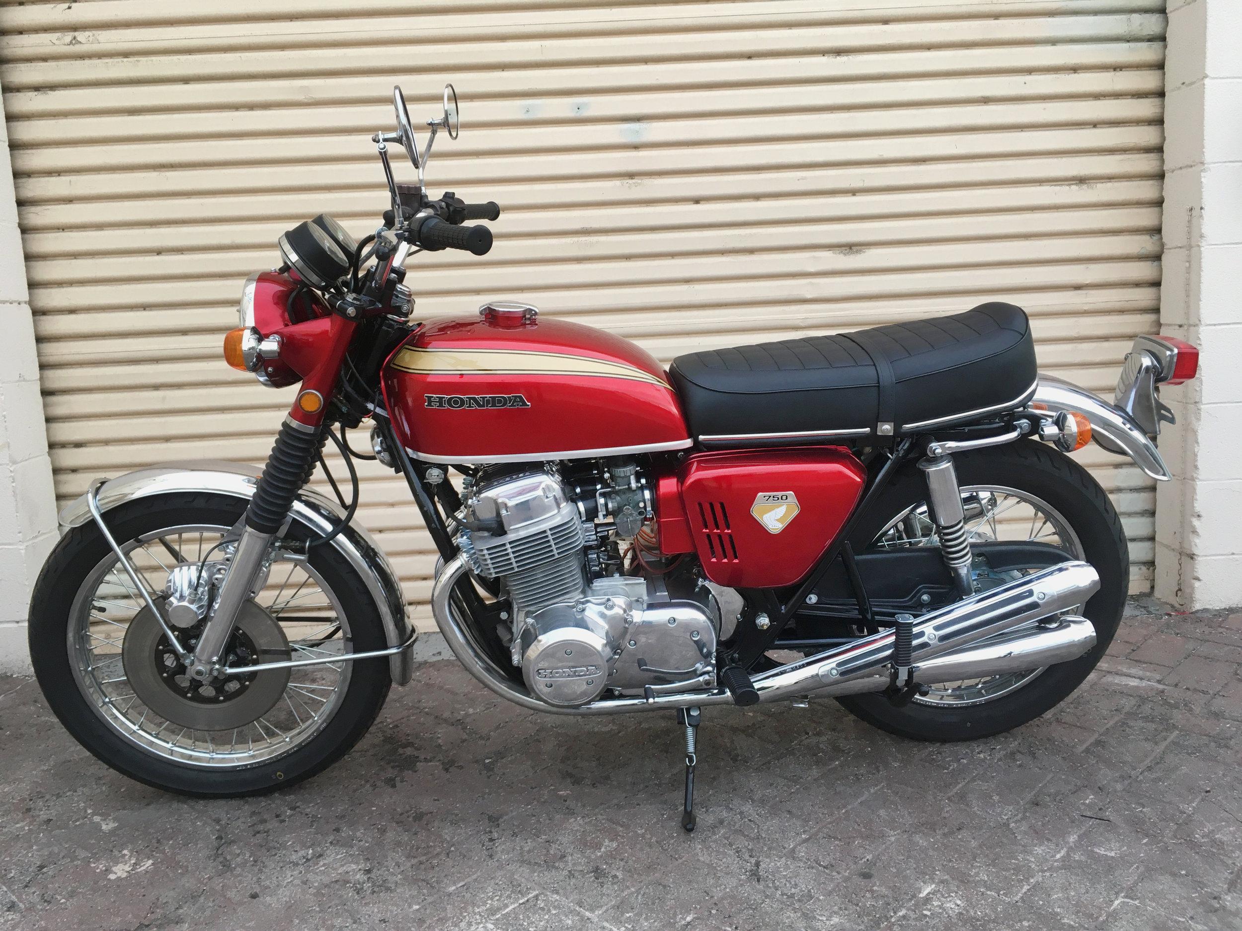 (Left) 1970 (Red) Honda CB750.jpg