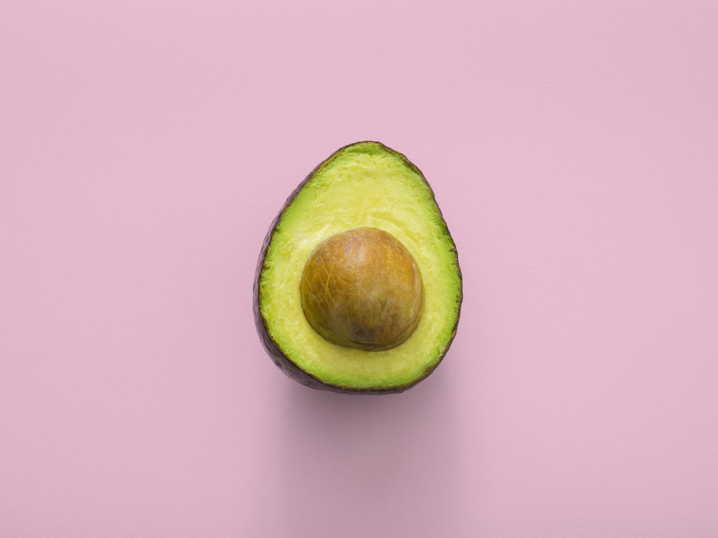 Avocat - Il contient des acides gras monoinsaturés, du potassium et des vitamines B9 et B5, permettant ainsi de lutter contre le stress et de libérer de l'énergie.