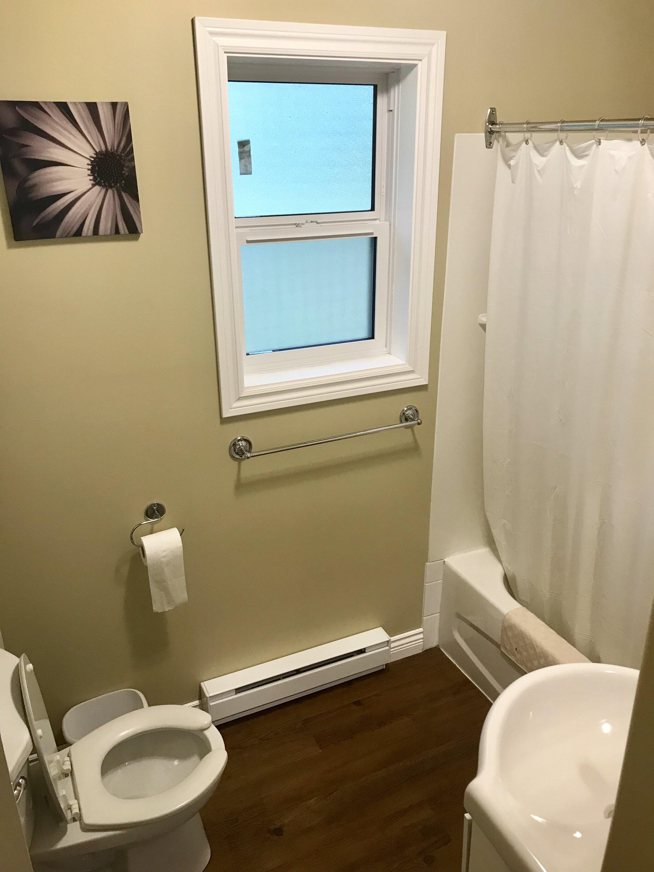 Mackenzie - Main Bathroom