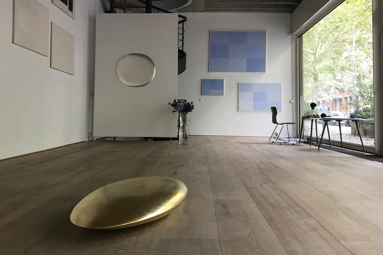 """JINDŘICH ZEITHAMML / KLEINERVONWIESE Galerie, Gruppenausstellung """"Für immer Blau"""", 9.9. – 3.11.2018 Foto. M. Polák"""