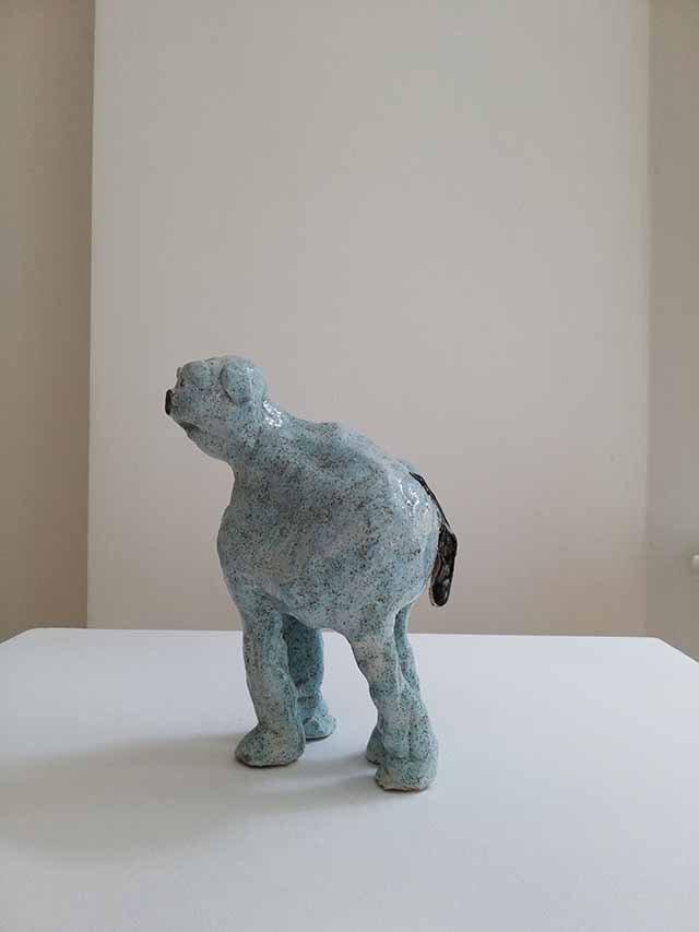 Janes Haid-Schmallenberg, Langer Hund, 2019, Höhe 19 cm, glasierte Keramik