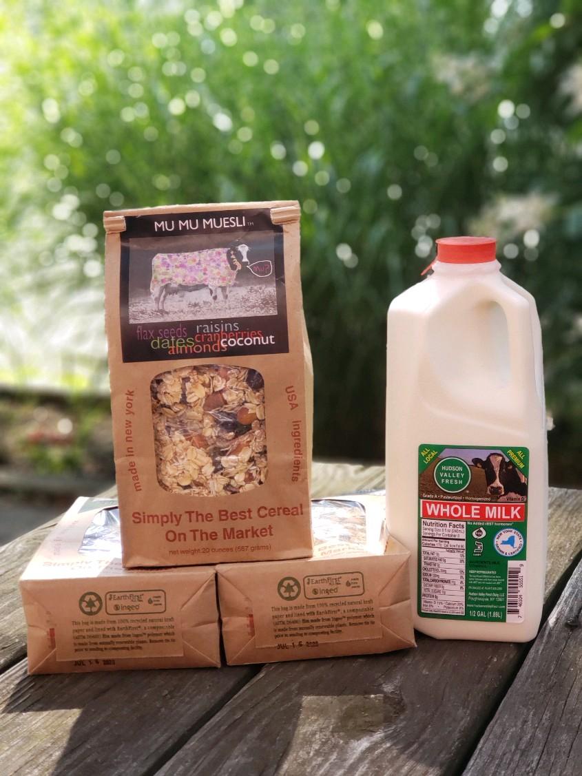 Mu Mu Muesli和当地牛奶出售