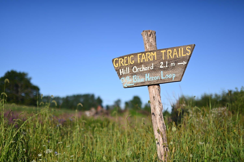 Greig-雷竞技投注下载Farm-trails-3.jpg