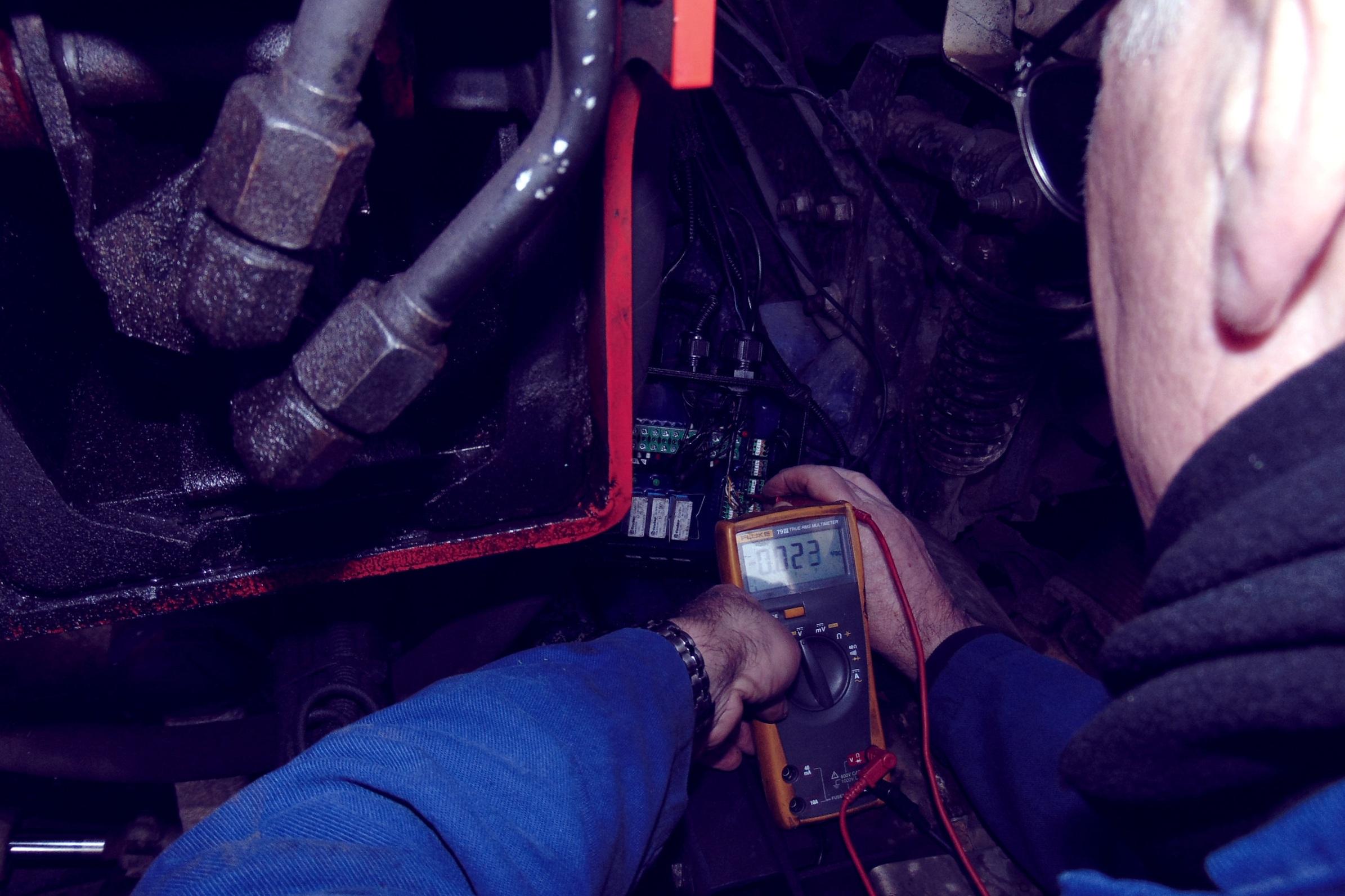 Expert lorry loader service repair in the London & South East (Hiab, Palfinger, Fassi, PM, Atlas, HMF, HYVA etc)