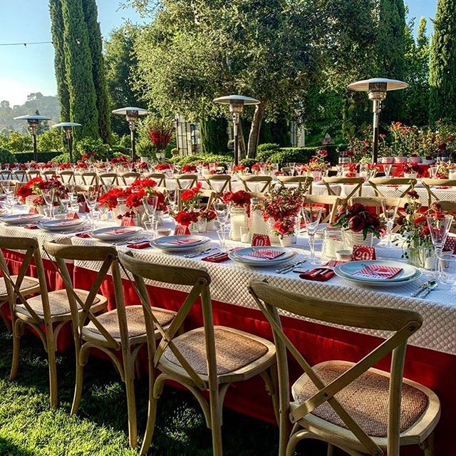 #tbt To this fabulous 4th of July event! 🎆🎇 #Repost @alysonheatherfox · · ·  our annual daytime July 4th celebration continued into the evening with a delicious feast and live entertainment. cheers to an amazing holiday. Happy Independence Day America!! 🇺🇸💥 #july4th #july4thdecor #merica #itsinthedetails #redwhiteandblue #tabletop #nobu #innout #dinnerparty #feast #cocktails #celebration