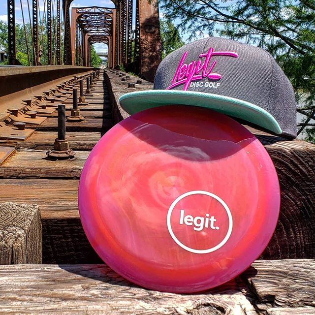 Summer vibes 🤙  Who's summer roadtripping? Where to?  #discgolf #discgolfshoutouts #discgolfstyle #discgolfeveryday #legitdiscgolf #discgolfdaily